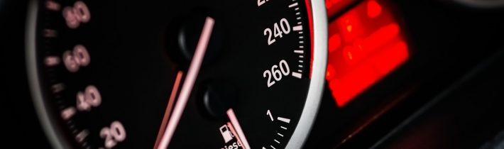 Naučte sa pokročilé jazdné techniky – rev-match, heel&toe a medziplyn