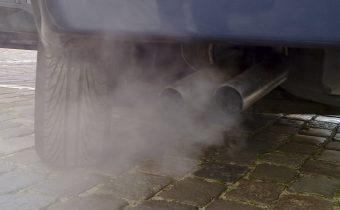 Biela, čierna, modrá – zistite poruchu auta podľa farby výfukových plynov!