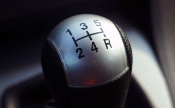 """""""Zavíjanie"""" pri jazde na spiatočke – čo spôsobuje tento zvuk?"""