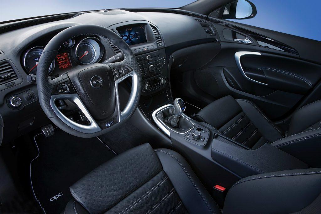 Opel Insignia ST OPC interiér