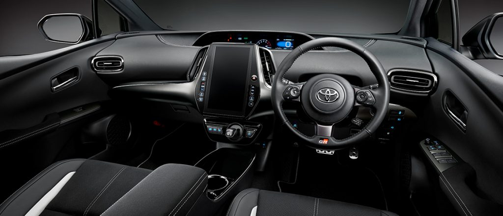 Toyota Prius PHV GR Sport interiér