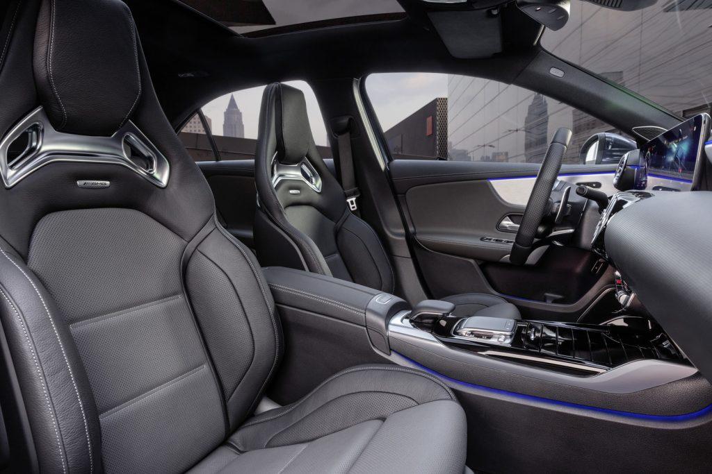 Mercedes AMG A 35 sedan interiér