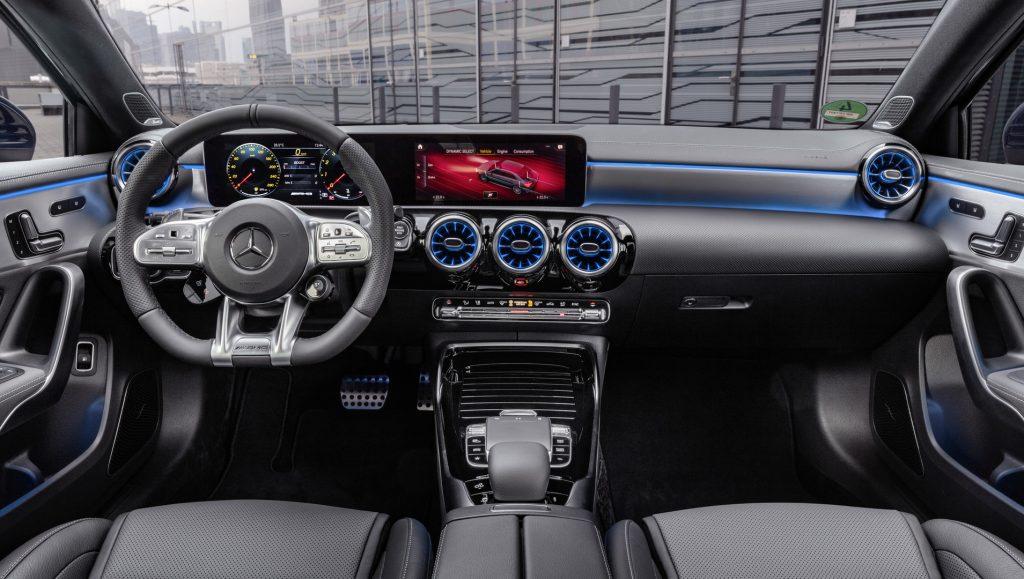 Mercedes A 35 amg sedan interiér