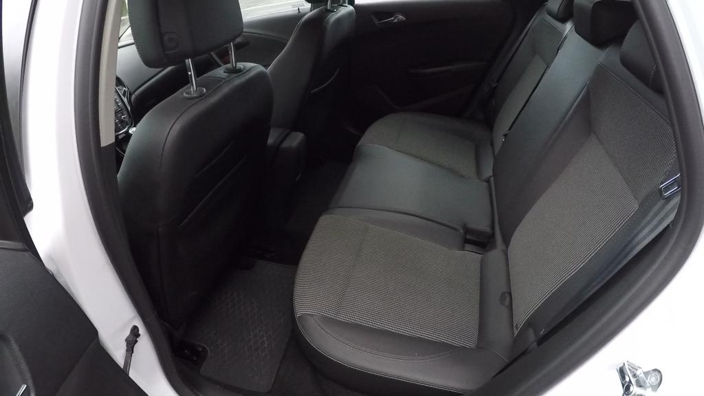 Opel Astra ST 1.6 CDTI J test recenzia  interiér