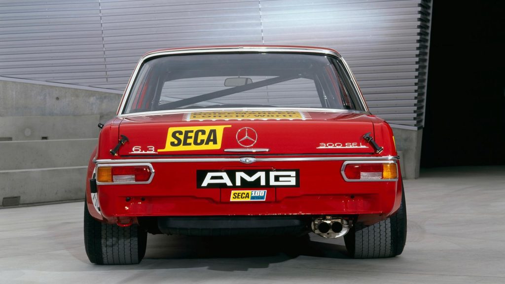 Mercedes 300 SEL 6.8 AMG Červená Sviňa zadok
