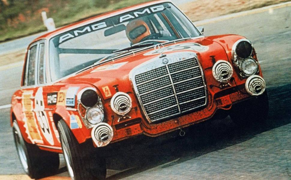 Mercedes 300 SEL 6.8 AMG Červená Sviňa preteky