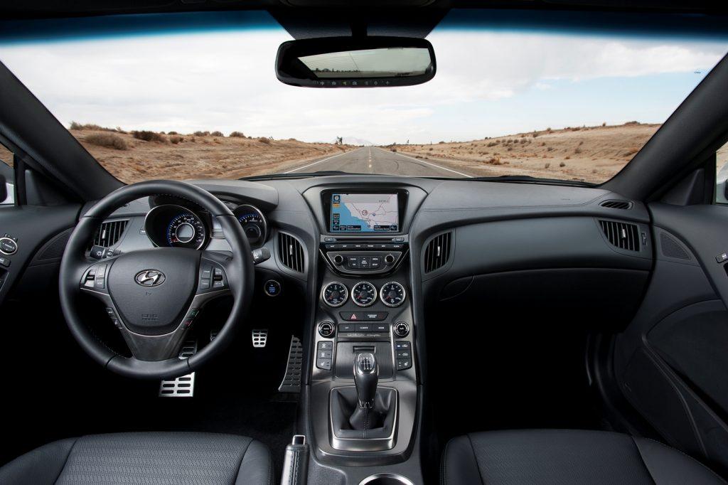 Hyundai Genesis Coupe interiér