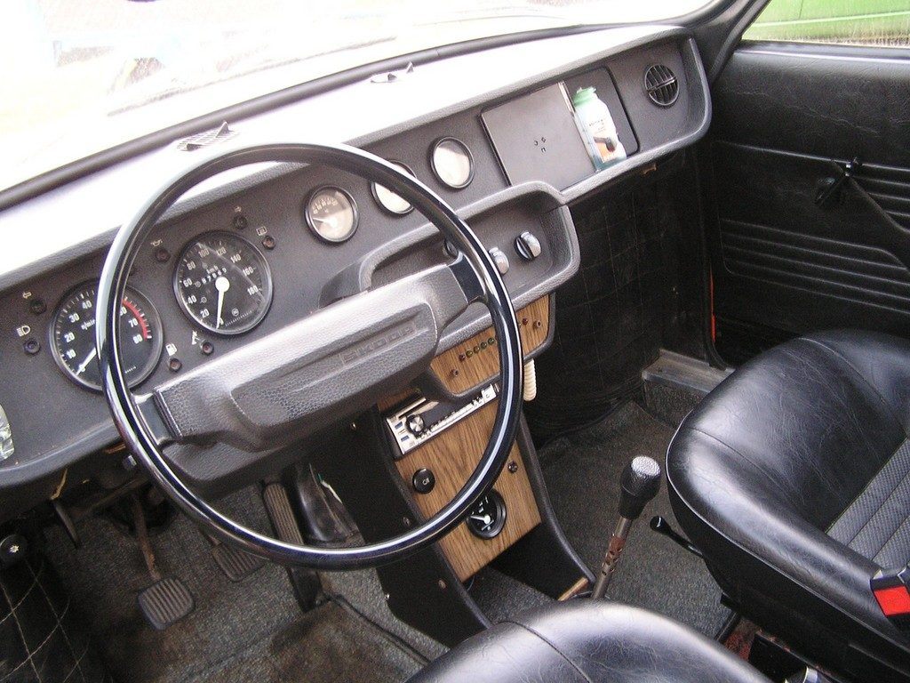 Škoda 110 R interiér