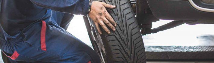 Patálie s pneuservismi – ako si nenechať poškodiť auto?
