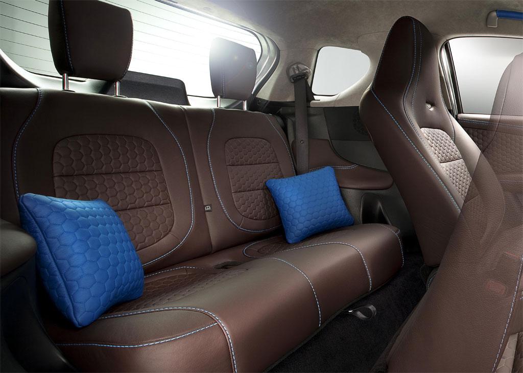 Aston Martin Cygnet 1.3 2011 interiér zadné sedadlá