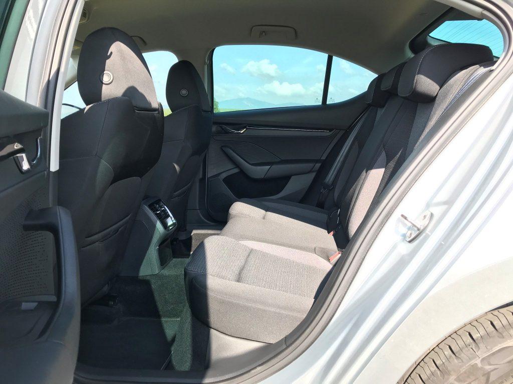 2020 Škoda Octavia 4 2.0 TDI Ambition test recenzia sk zadné sedadlá