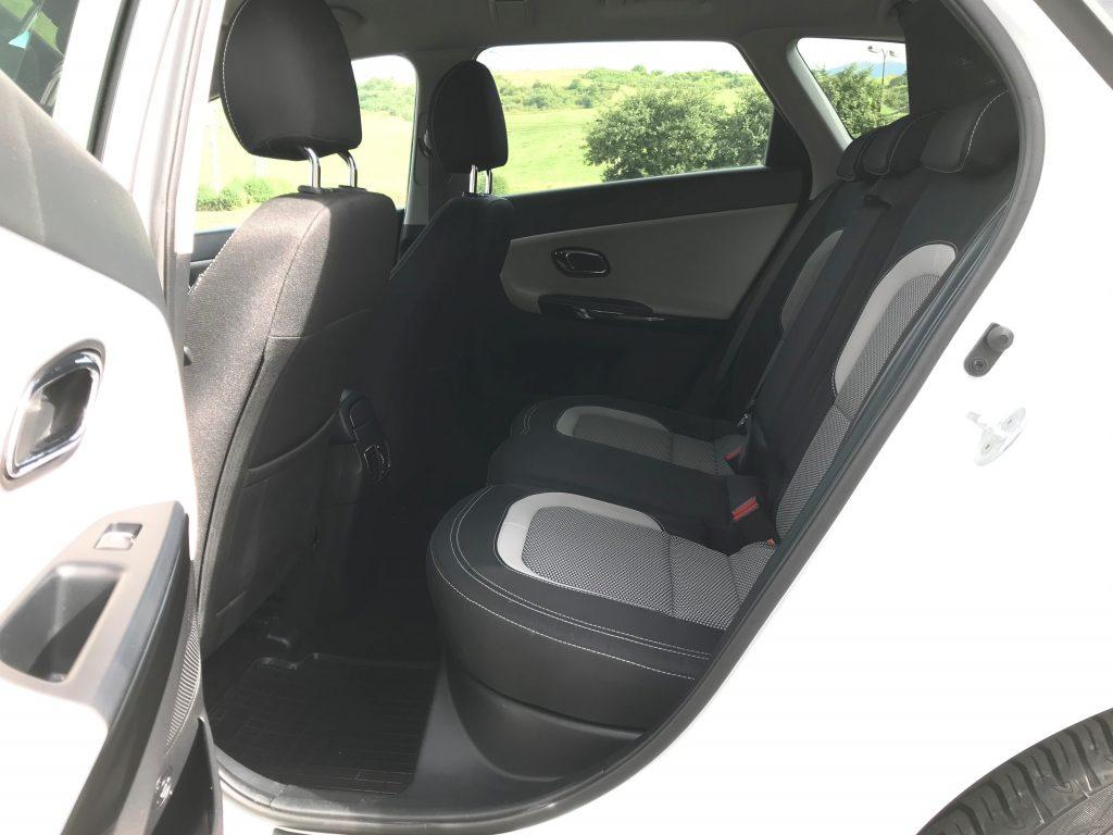 Kia Ceed SW 1.6 CRDi 7 DCT 2. generácie test recenzia skúsenosti zadné sedadlá