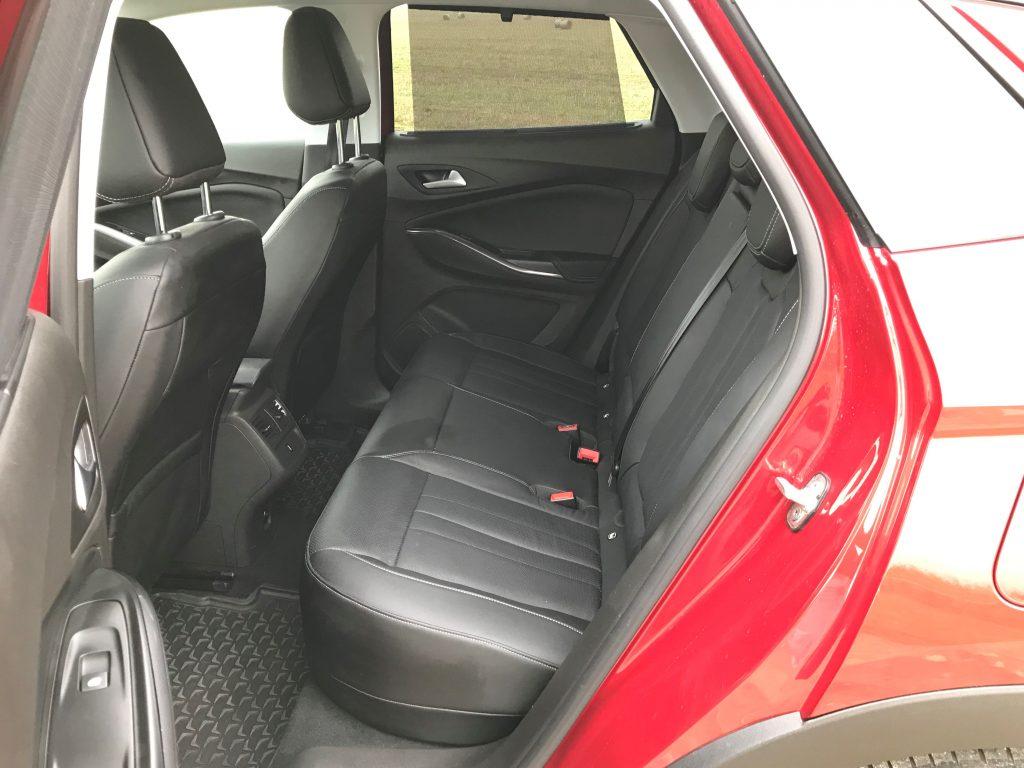 2020 Opel Grandland X Plug In Hybrid4 test recenzia interiér