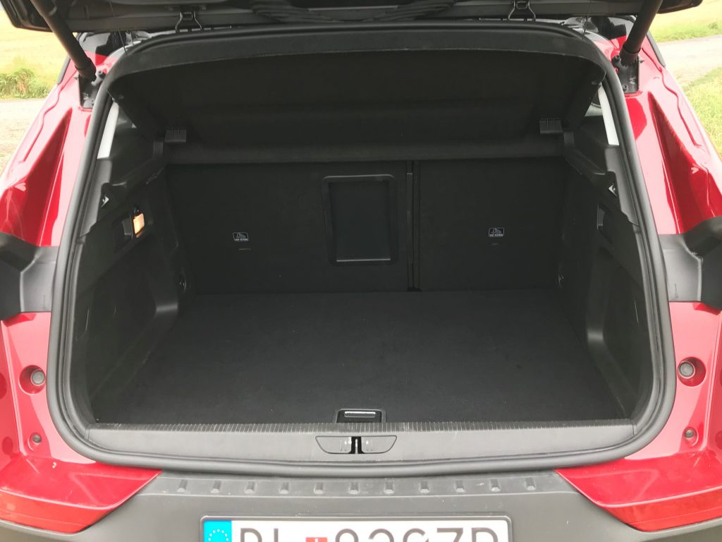 2020 Opel Grandland X Plug In Hybrid4 test recenzia kufor