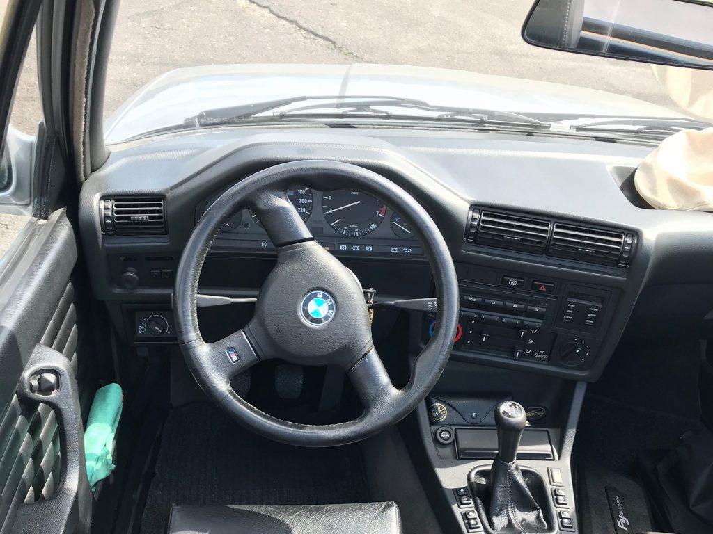 BMW 325i E30 Cabrio test recenzia skúsenosti interiér