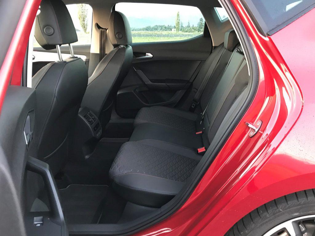 2020 Seat Leon FR 1.5 TSI 130k 4. gen. test recenzia skúsenosti zadné sedadlá