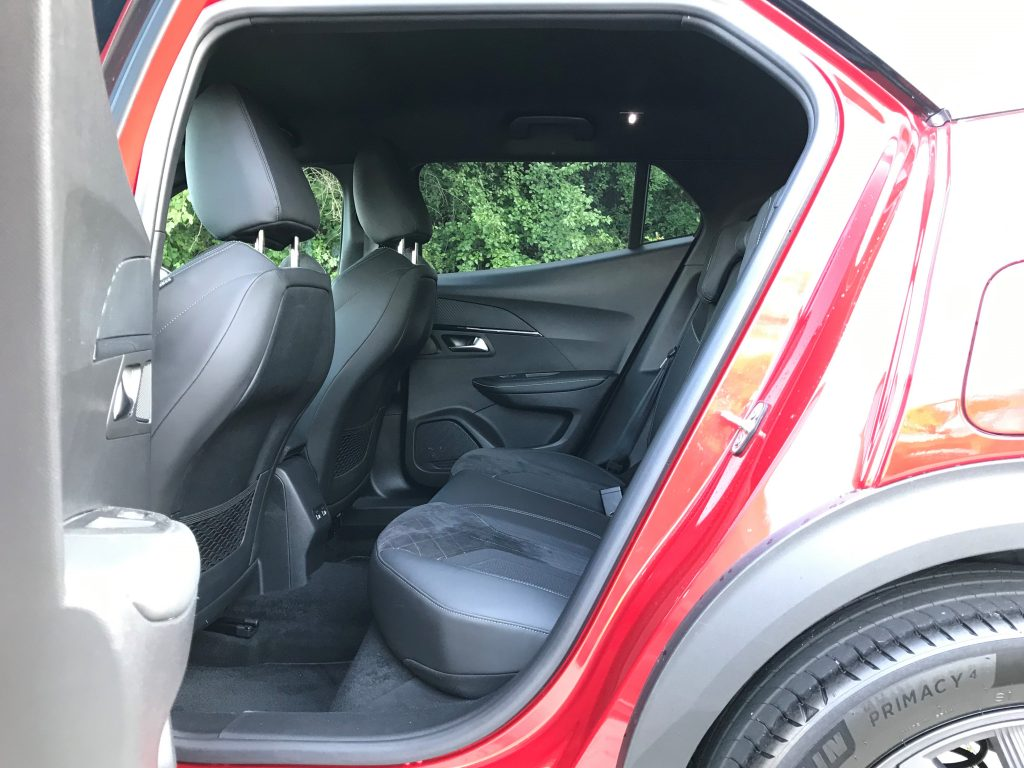 2020 Peugeot 2008 GT 1.2 PureTech test recenzia interiér