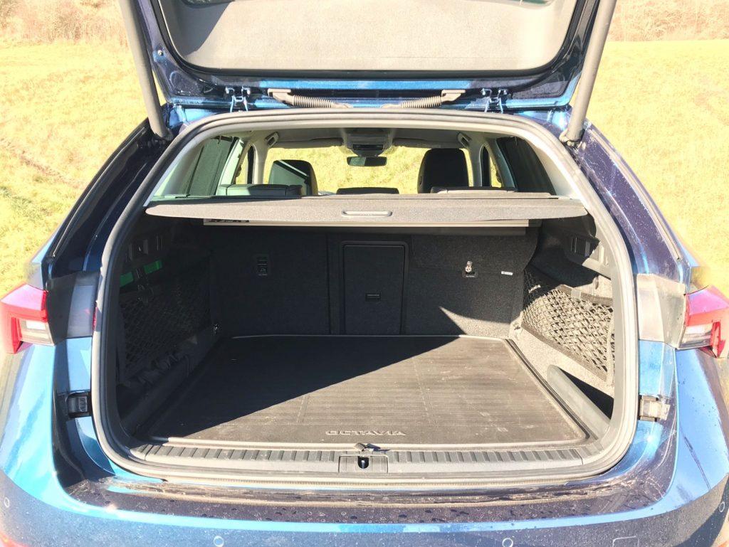 2020 Škoda Octavia Combi G-Tec Style 4. gen. test recenzia skúsenosti kufor