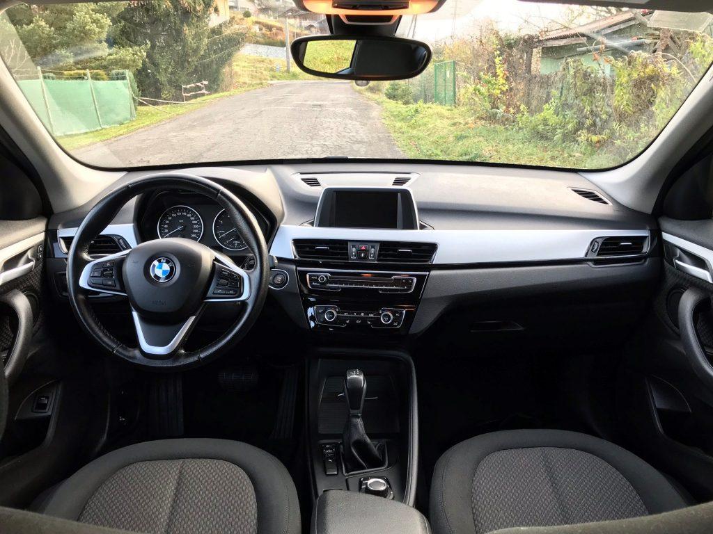 2017 BMW X1 F48 18d sDrive test recenzia skúsenosti jazdenka interiér