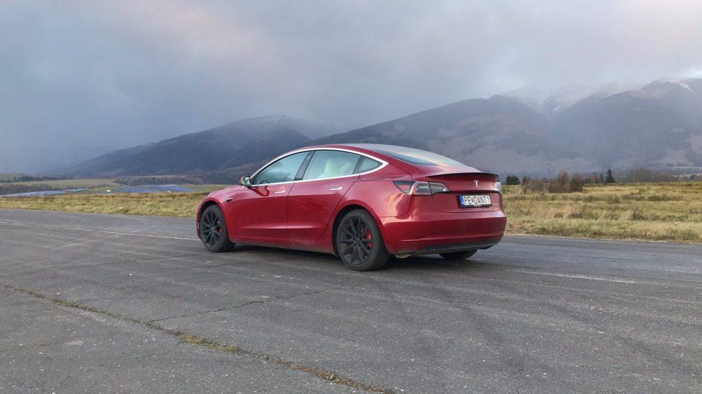 2021 Tesla Model 3 Performance test recenzia skúsenosti