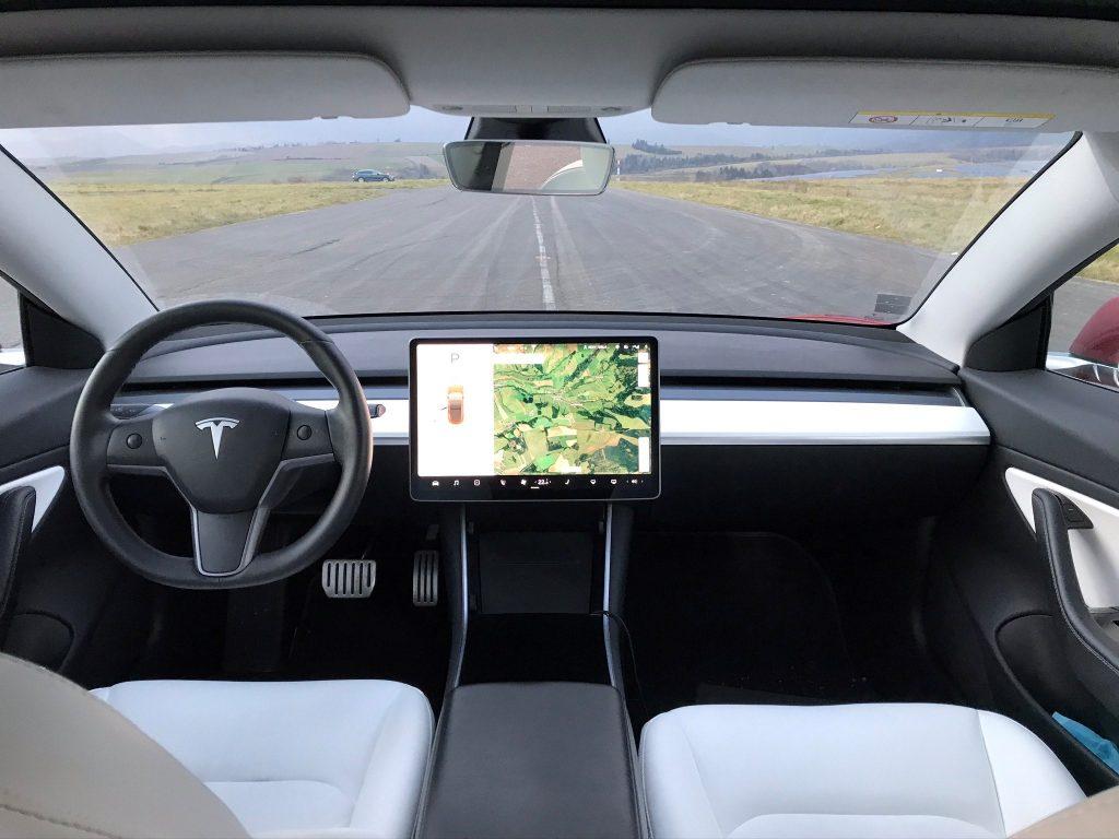 2021 Tesla Model 3 Performance test recenzia skúsenosti interiér