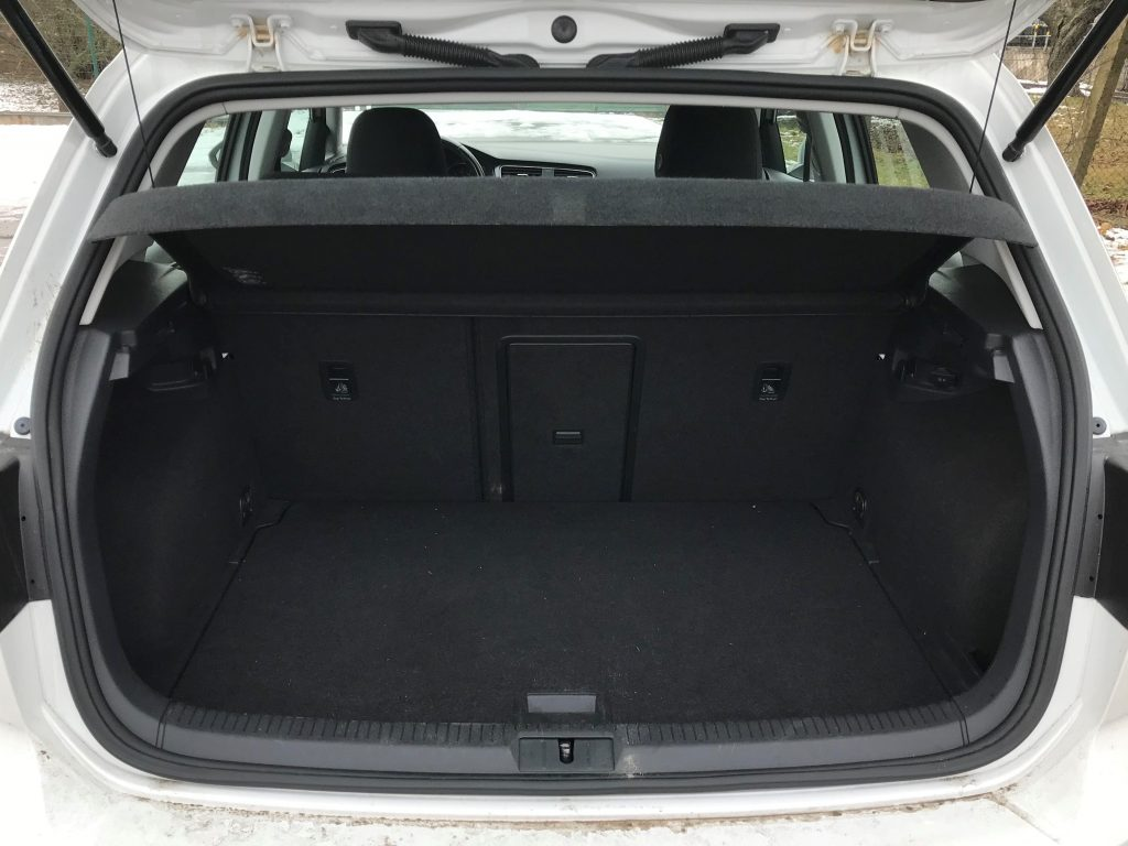 2015 Volkswagen e-Golf 1. generácie test jazdenky recenzia skúsenosti kufor