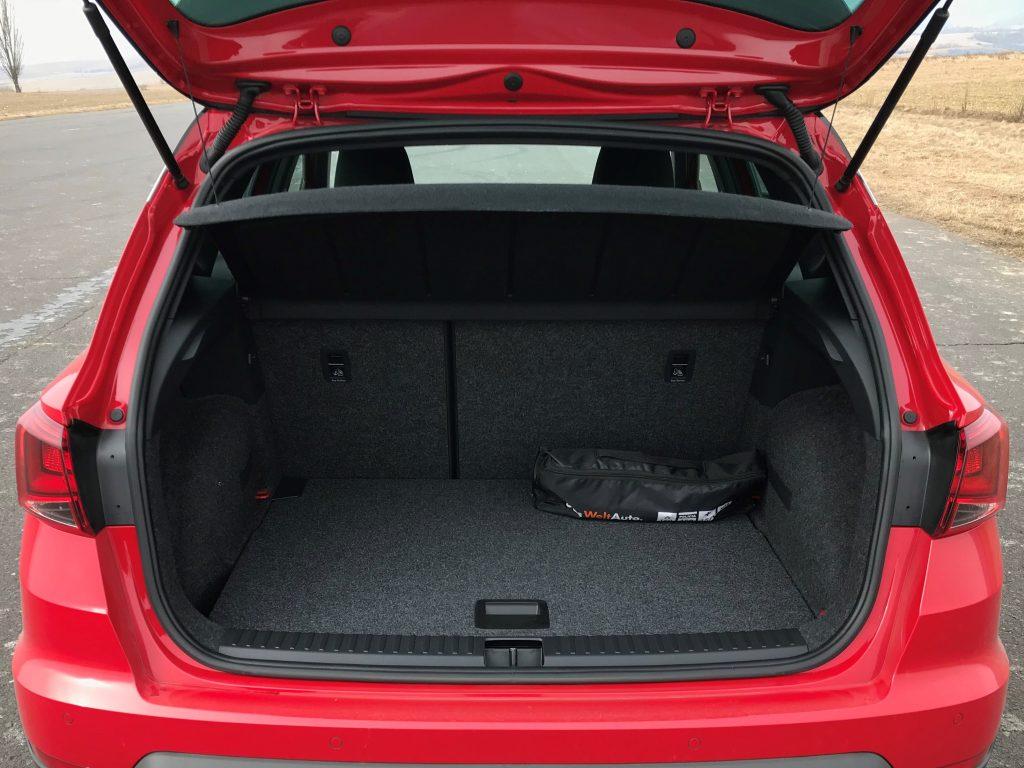 2020 Seat Arona 1.5 TSI FR REDline test recenzia skúsenosti kufor