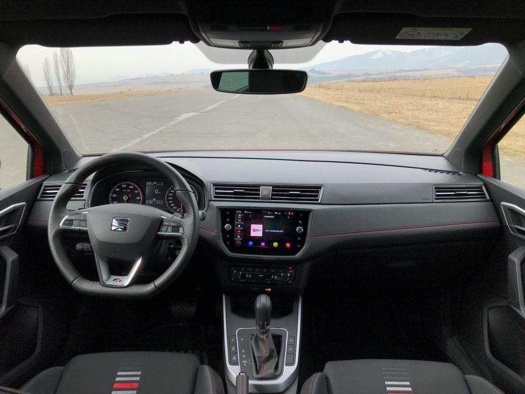 2020 Seat Arona 1.5 TSI FR REDline test recenzia skúsenosti interiér