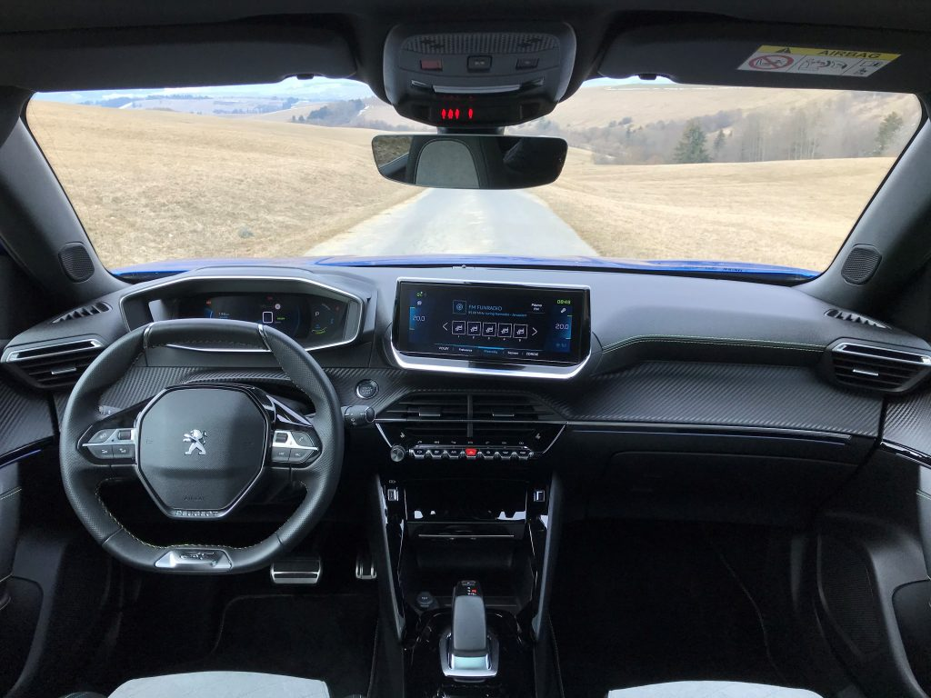 2021 Peugeot e-2008 test recenzia skúsenosti interiér