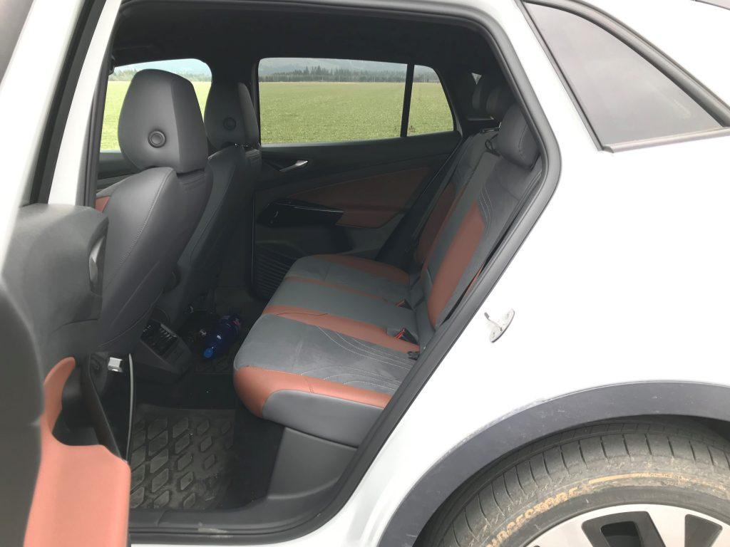 2021 Volkswagen ID.4 test recenzia skúsenosti zadné sedadlá