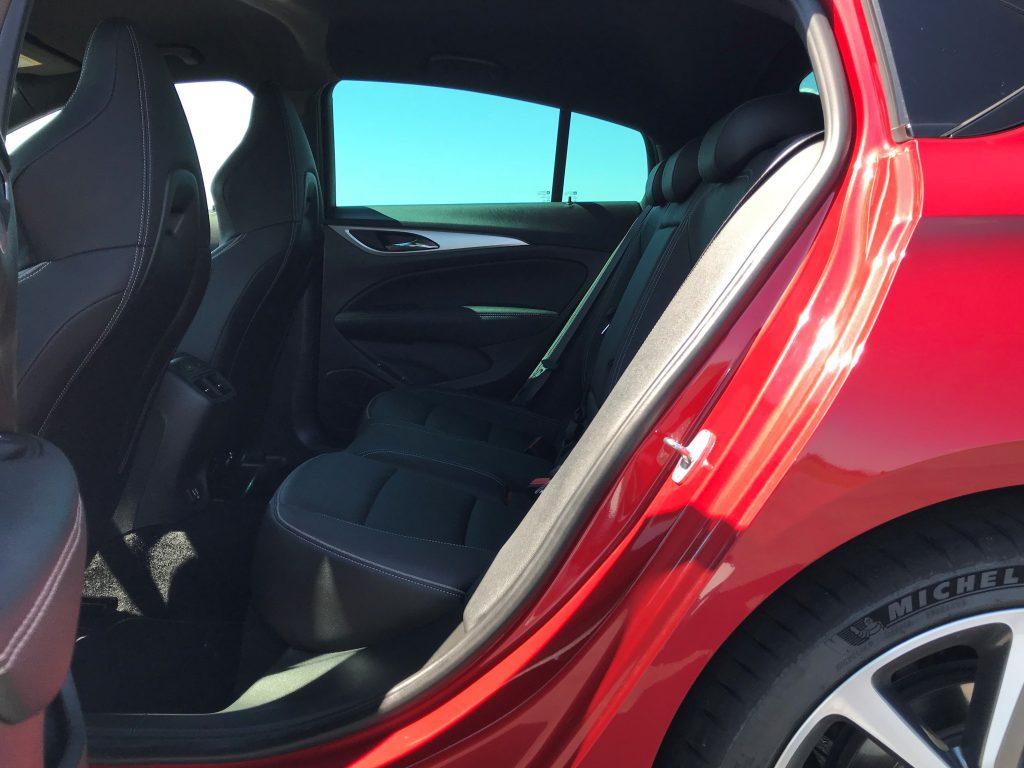 2021 Opel Insignia GSi 2.0 Turbo test recenzia skúsenosti interiér
