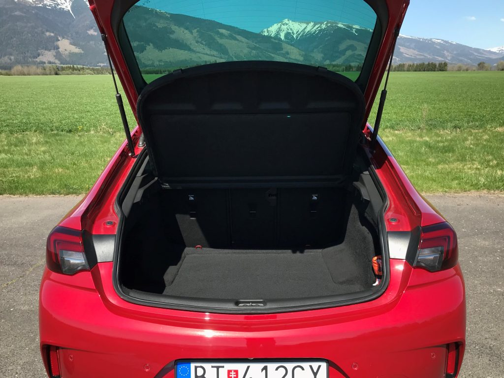 2021 Opel Insignia GSi 2.0 Turbo test recenzia skúsenosti kufor