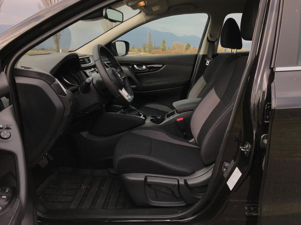 2021 Nissan Qashqai DIG-T 160 Comfort Edition test recenzia skúsenosti interiér
