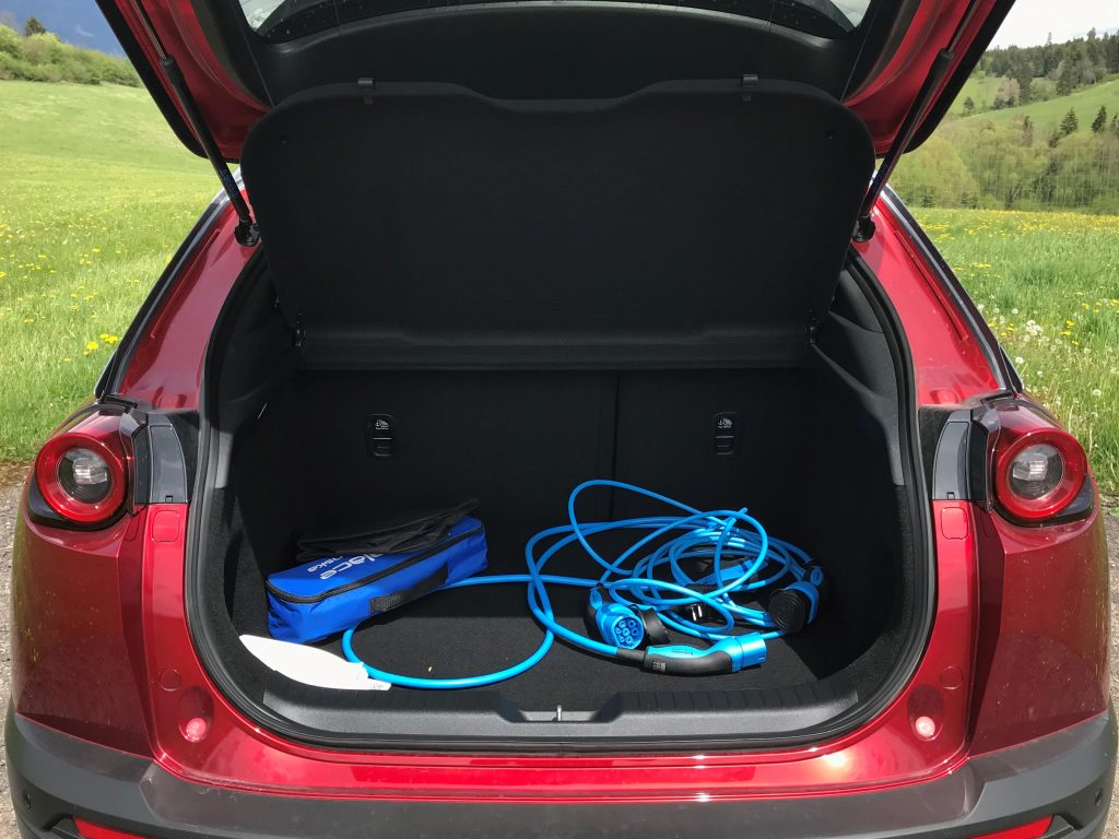 2021 Mazda MX-30 e-Skyactiv test recenzia skúsenosti dojazd kufor