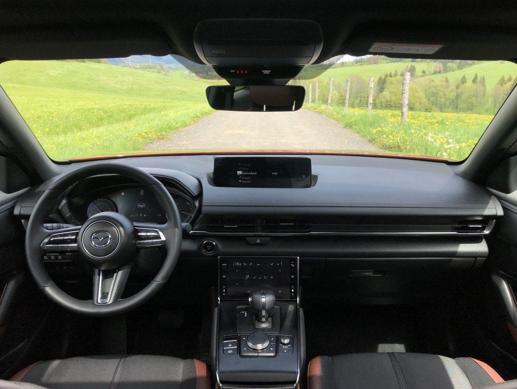 2021 Mazda MX-30 e-Skyactiv test recenzia skúsenosti dojazd interiér