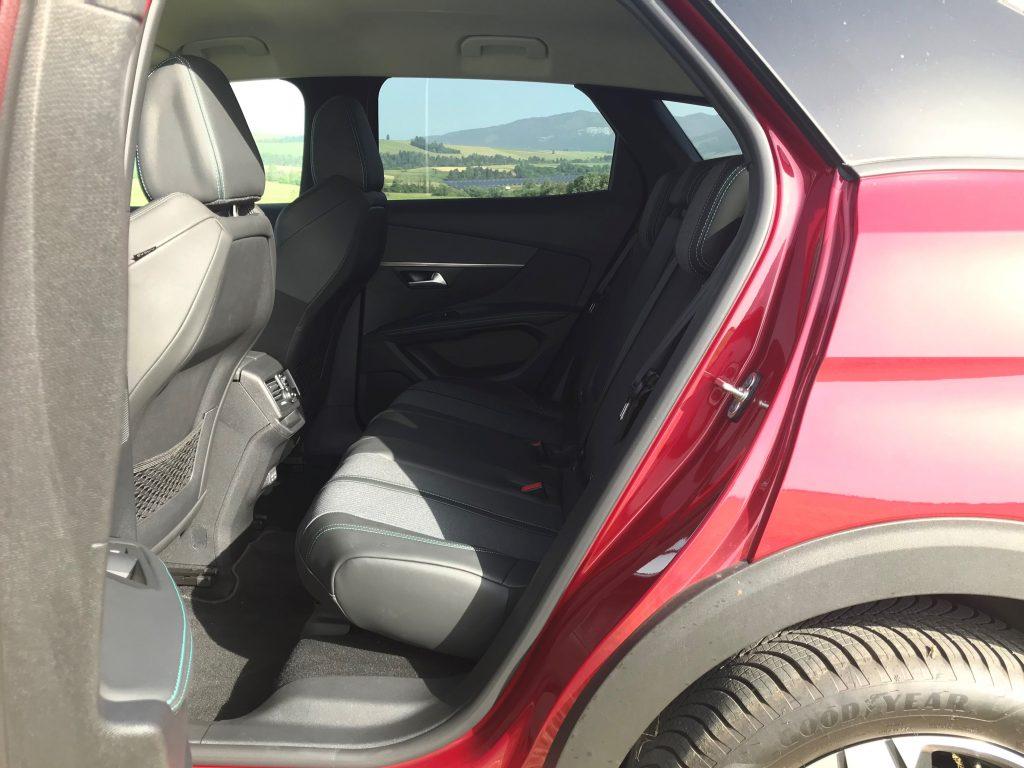 2021 Peugeot 3008 1.2 PureTech Allure Pack test recenzia skúsenosti zadné sedadlá