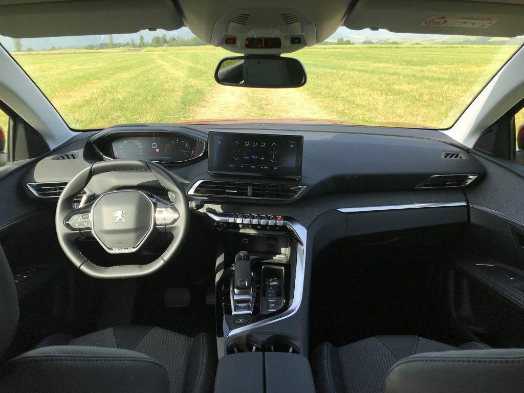 2021 Peugeot 3008 1.2 PureTech Allure Pack test recenzia skúsenosti interiér