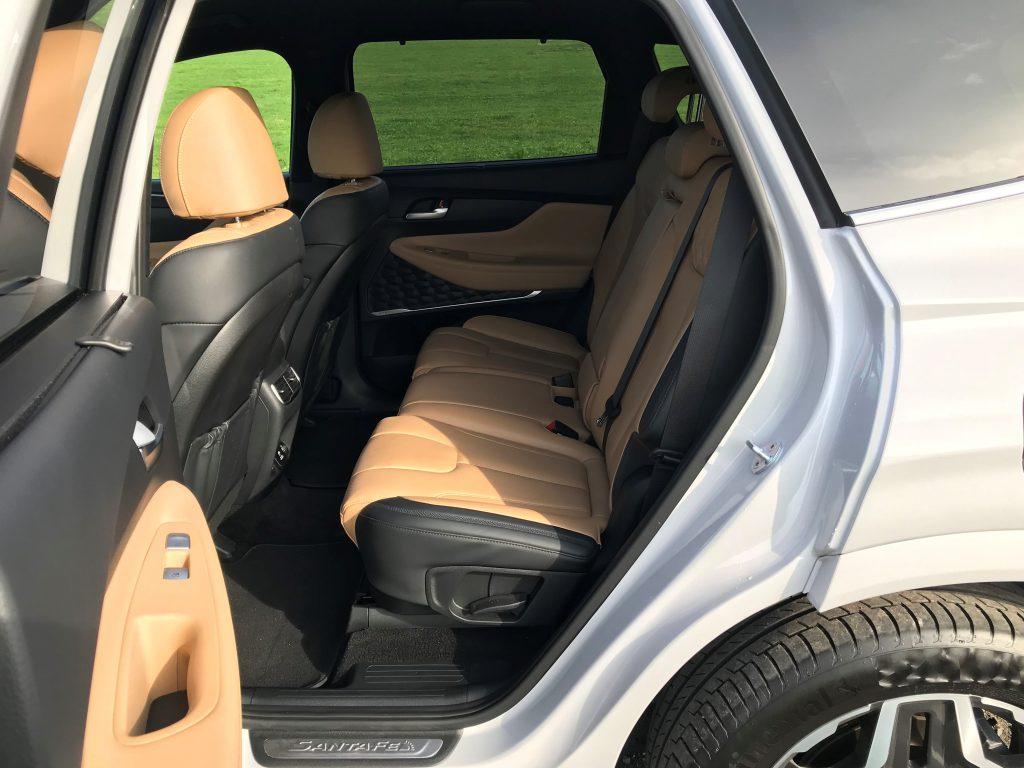 2021 Hyundai Santa Fe Hybrid 1.6 T-GDI test recenzia skúsenosti zadné sedadlá