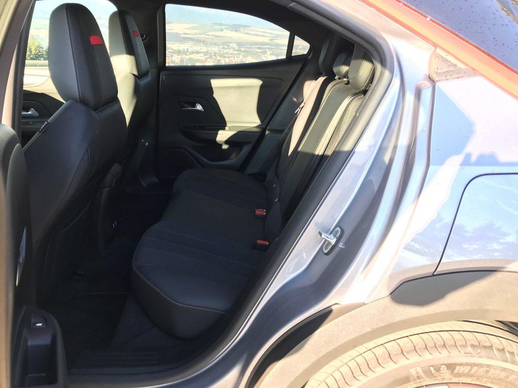 2021 Opel Mokka 1.2 Turbo test recenzia skúsenosti interiér