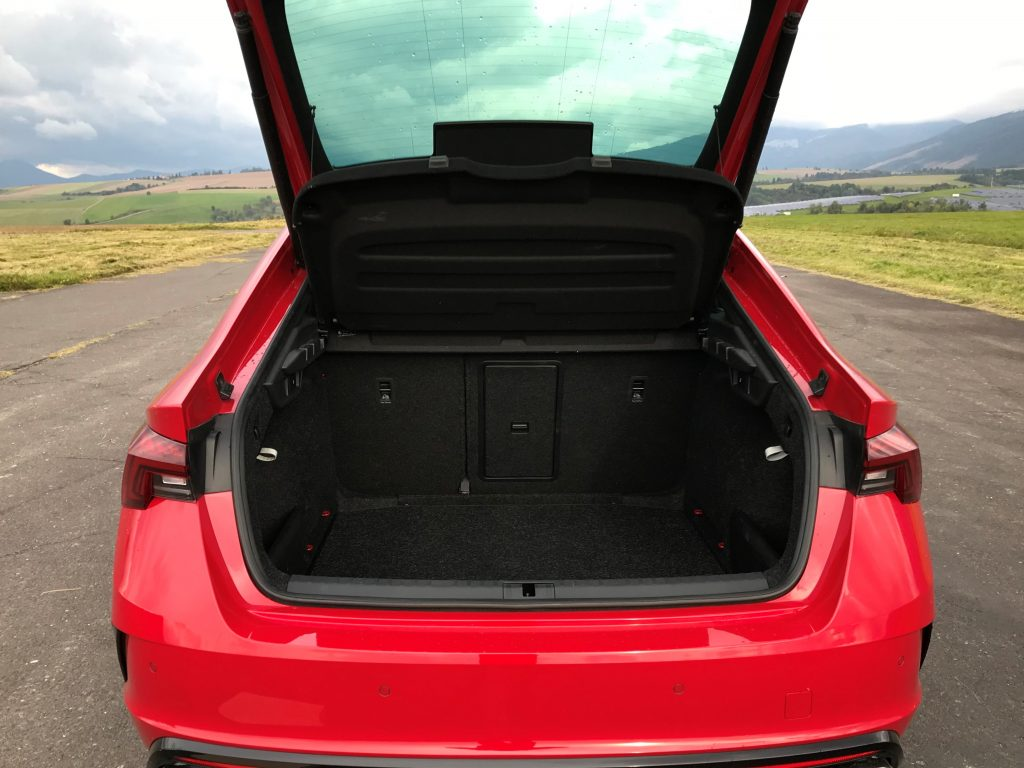 2021 Škoda Octavia RS 2.0 TSI 4. gen. test recenzia skúsenosti kufor