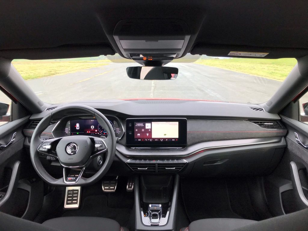 2021 Škoda Octavia RS 2.0 TSI 4. gen. test recenzia skúsenosti interiér